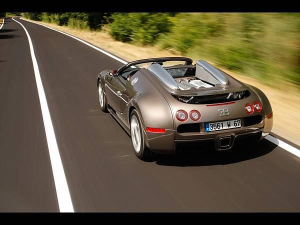 2010-Bugatti-Veyron-16-4-Grand-Sport-in-Rome-Rear-Angle-Speed-Top-1280x960[1].jpg