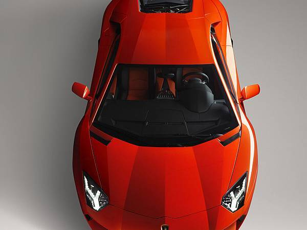 2012-Lamborghini-Aventador-LP-700-4-Front-Top-1920x1440[1].jpg