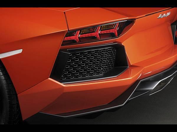 2012-Lamborghini-Aventador-LP-700-4-Rear-Grid-1920x1440[1].jpg