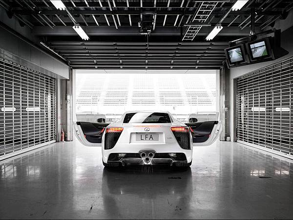 2012-Lexus-LFA-White-Rear-Open-Doors-1280x960[1].jpg