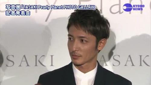 玉木宏  (珍珠展)   nikkansports.com[(006152)17-56-18]
