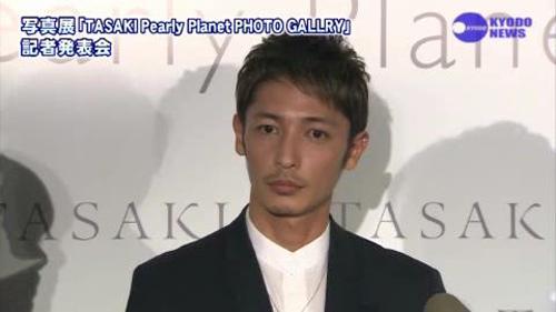 玉木宏  (珍珠展)   nikkansports.com[(006753)17-57-05]