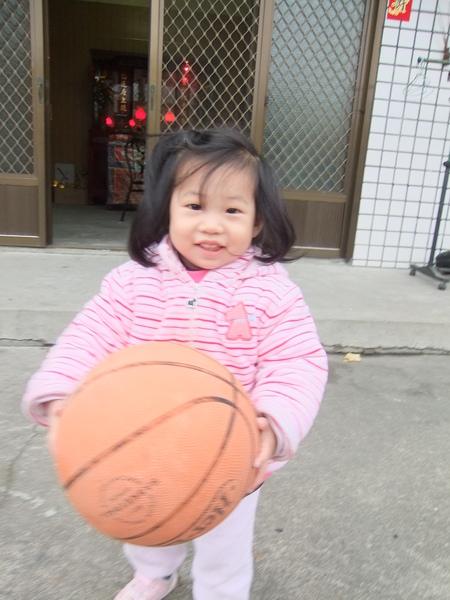 棠棠玩籃球