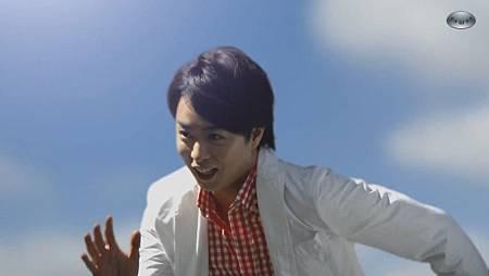 嵐_CM_JAL嵐、JALで、夏旅篇_30s[22-32-32].JPG