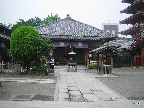 japan0607 254-1.jpg