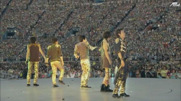 【AB】ARASHI_10-11_TOUR_Scene~君と僕の見ている風景~STADIUM_disc1[(014538)20-12-28].JPG