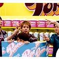2012-ARASHI LIVE TOUR Popcorn 場刊 SHOP照-團體10.jpg