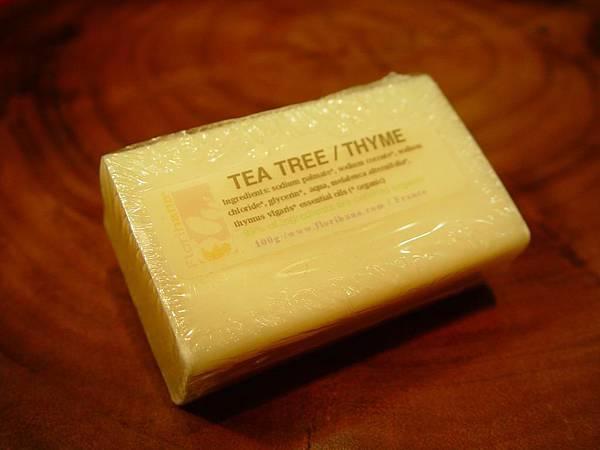 調整大小_茶樹百里香精油皂.JPG