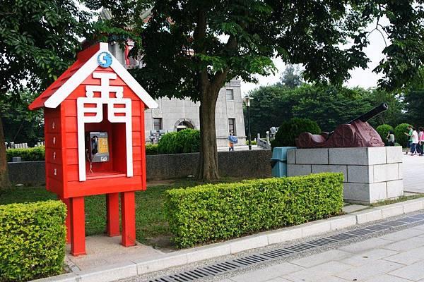 金門造型的電話亭1.JPG