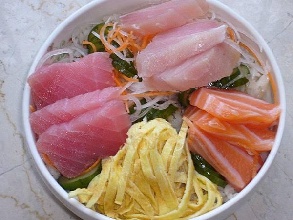 生魚片蓋飯3.JPG