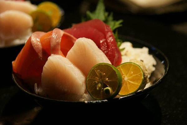 綜合海鮮散壽司2.JPG