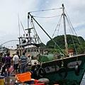 到南方澳漁港搶魚去4.JPG