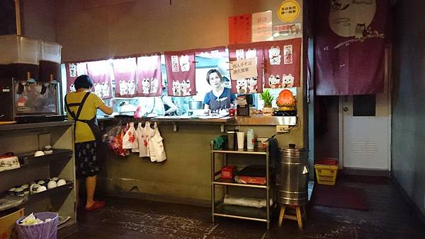 比漾百貨對面的快餐店@八里亭1