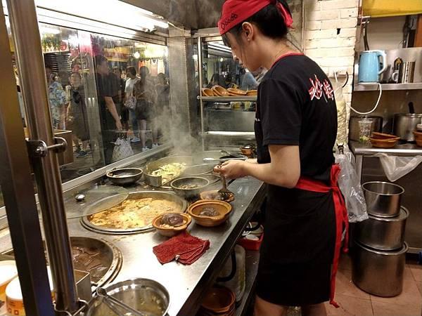 叫我小虎媽【食】【台北士林】士林夜市裡的臭豆腐@口吅品1.jpg