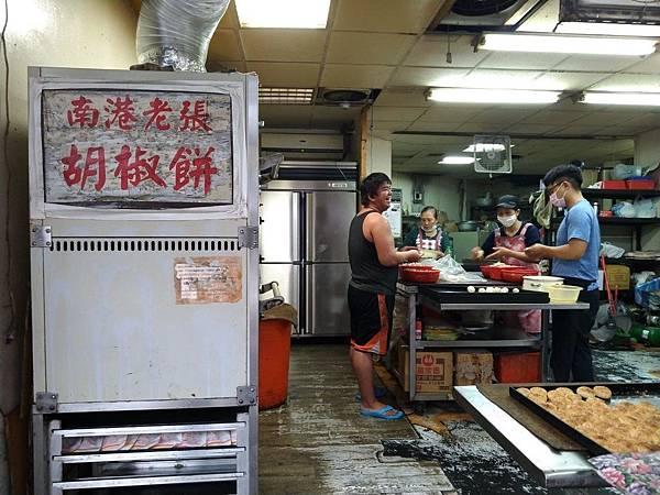 叫我小虎媽【食】【台北市林】好吃的小酥餅 胡椒餅@南港老張胡椒餅1.jpg