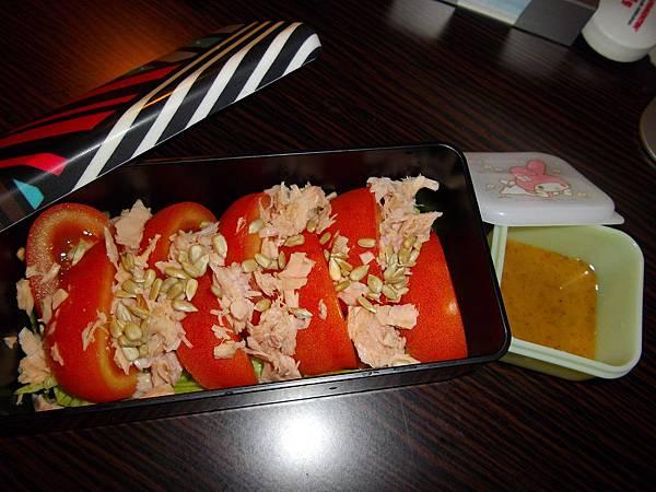 葵花籽仁吞拿魚蕃茄生菜沙律