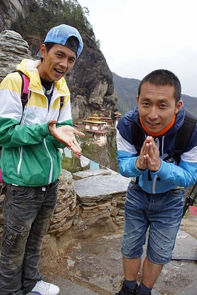 後為虎穴寺~爬了三千多公尺才看得清楚~沒來這~等於沒來不丹.JPG