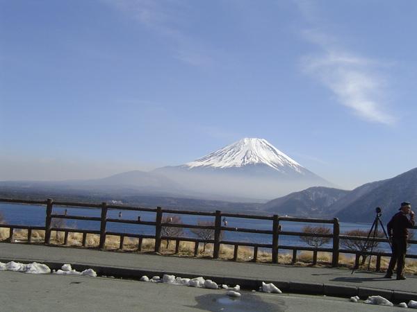 富士山下之本栖湖畔
