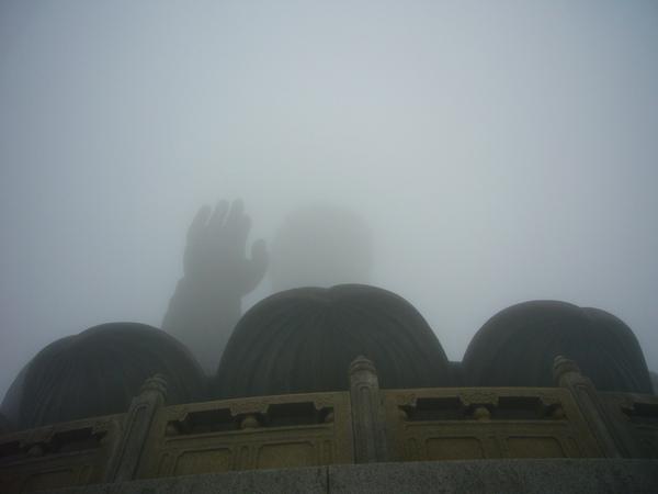 迷霧中的大佛