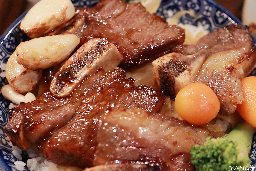 牛小排肉山丼