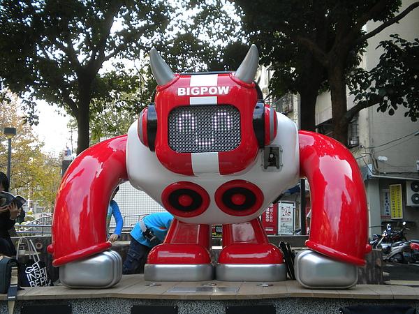 AKIBO老師的作品(音響機器人-1)