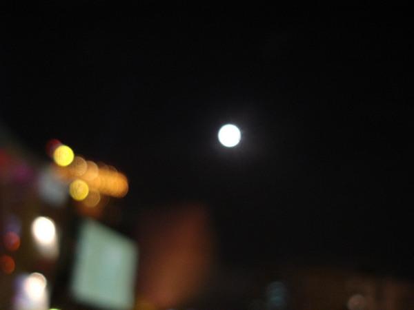 又大又圓的月亮