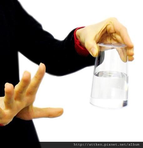杯中懸水2