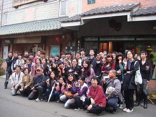 彩繪布袋戲臉譜課程後大合照2012/04/14