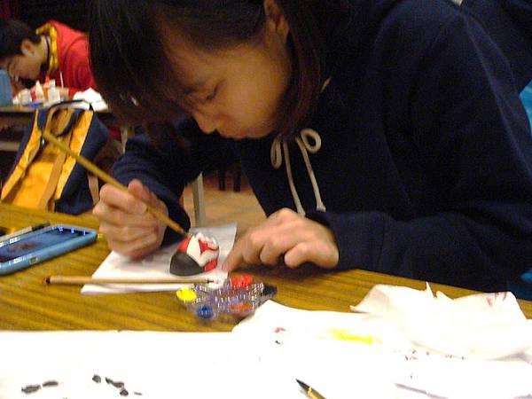 同學發揮創意替偶頭上色