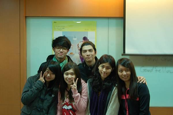 同學與演員們合照
