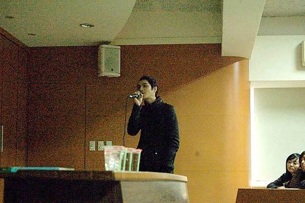 演員-潘志遠唱歌