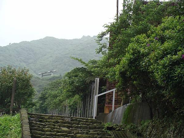 通往金瓜石神社的路