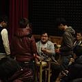 0309老師指導同學使用樂器