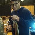同學使用樂器很新鮮.JPG