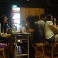 同學在討論小組成果劇情02.JPG