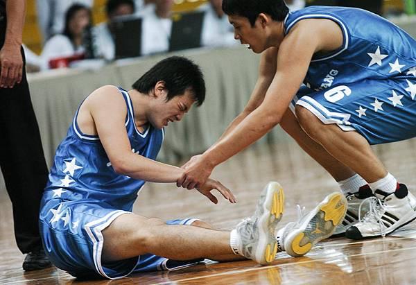 韓國李東健受傷
