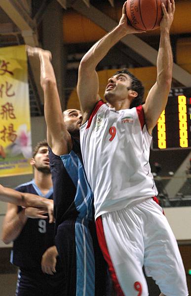 伊朗隊9號Baheran進攻