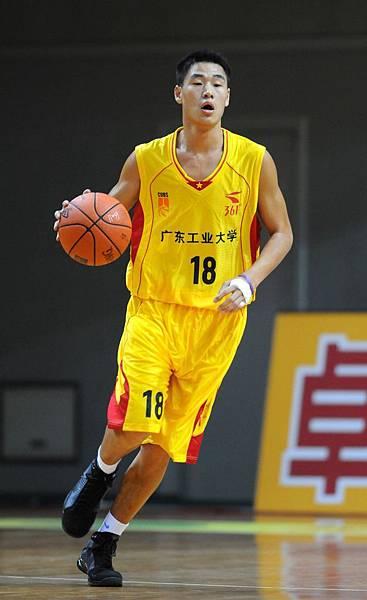 中國隊于廣龍帶球