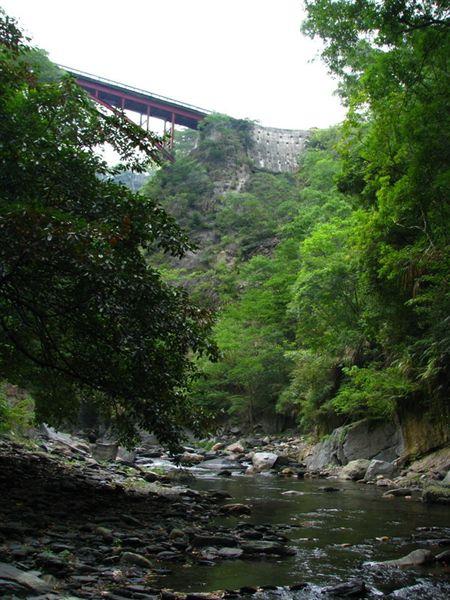 大漢橋下的溪谷.jpg