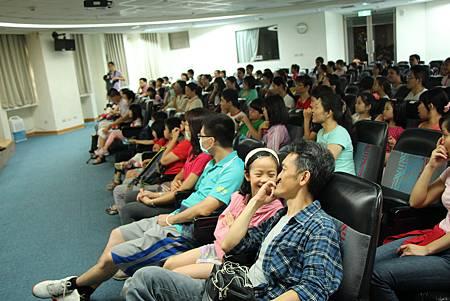 滿滿的觀眾