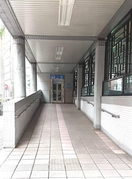 忠孝新生站2號出口博愛電梯