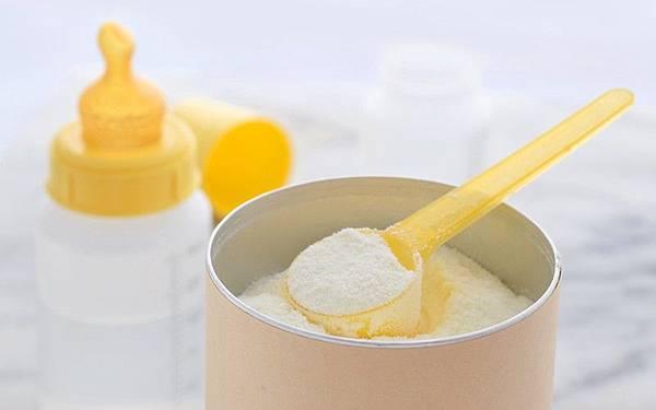 母乳混合奶粉餵B得唔得.jpg