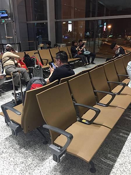 廣州機場睡覺.jpeg