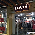 levis outlet.jpeg