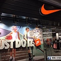 nike outlet.jpeg