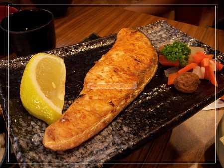 鹽燒鮭魚飯
