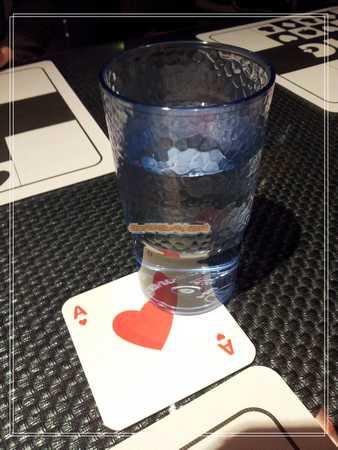 水杯 撲克牌.jpg