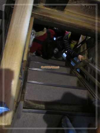 松本城難走的樓梯.jpg