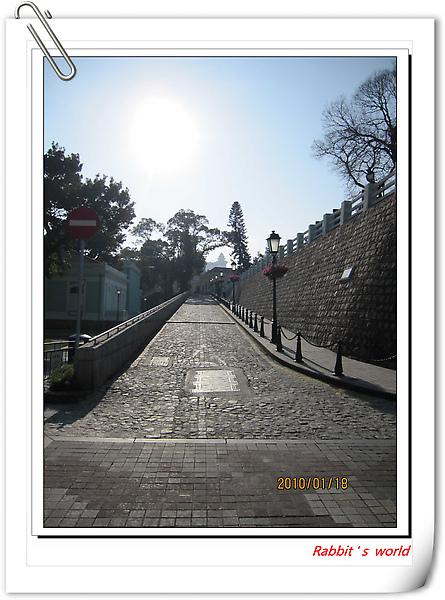 龍環葡韻旁小巷.jpg