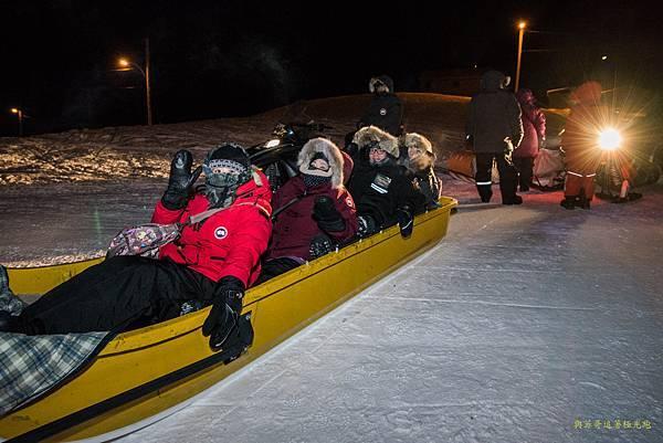 搭乘雪橇去 B Dene